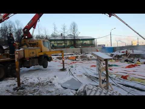Доставка бетона на стройплощадку.