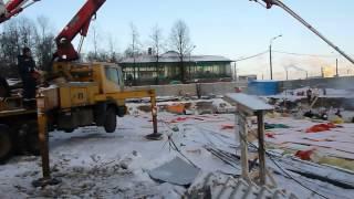 Доставка бетона на стройплощадку.(Доставка бетона на стройплощадку. Заливка бетона в фундамент. Мегалит Бетон предоставлен компанией БалтБе..., 2013-10-14T20:33:54.000Z)
