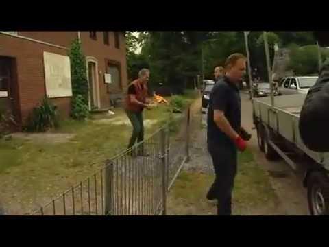 Man gooit molotovcocktails naar politie agenten.