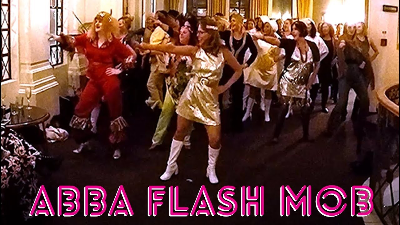 ABBA FLASH MOB ... MAMMA MIA 2