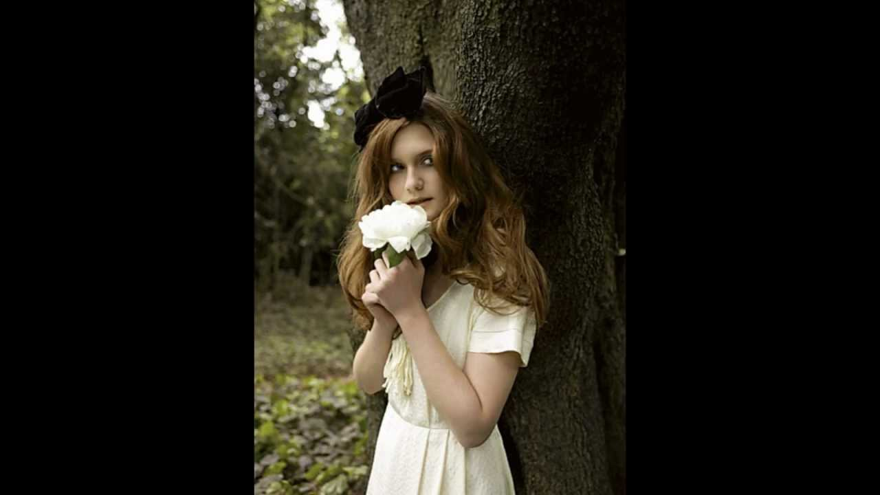 Charlotte Skeoch Nude Photos 25