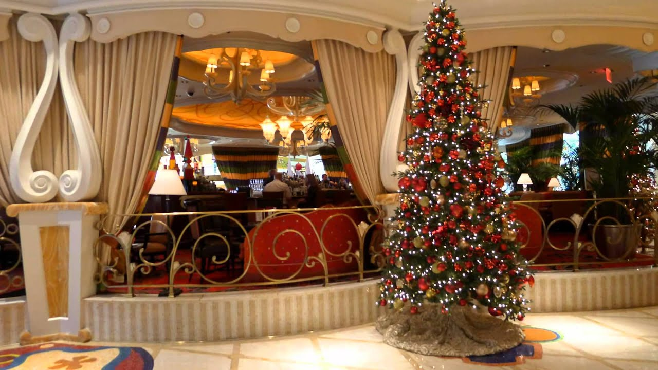 Christmas in las vegas wynn hotel and encore hotel for When does las vegas decorate for christmas