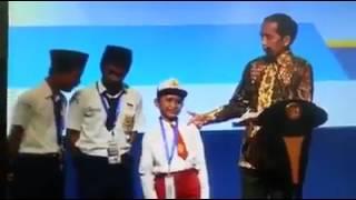 LUCU...!!! anak SD salah sebut nama ikan di depan pak Jokowi.