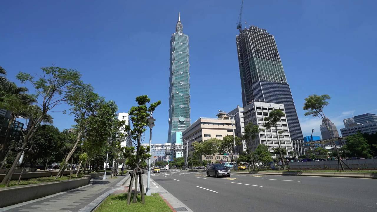 【4K】興建中的信義區南山人壽大樓 - YouTube