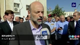 """رئيس الوزراء يزور مستشفى البشير ويتعهد بمواجهة """"المصالح المختبئة"""""""