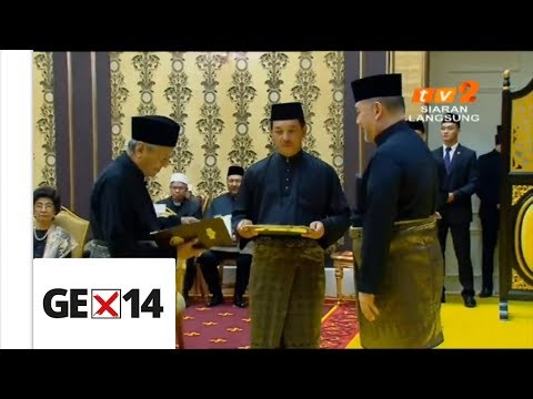 It's official! Tun M sworn in as 7th Prime Minister