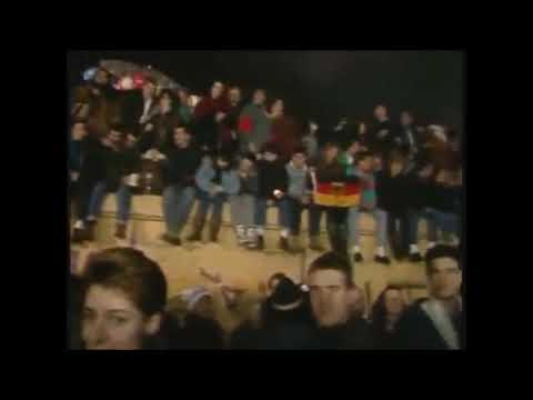 Pink Floyd - Another Brick In The Wall (Fall Of The Berlin Wall 09. November 1989)