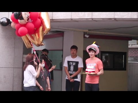 150701 Korea Travel Guide : Ent. Company&Run into Nichkhun's Birthday Party with fans