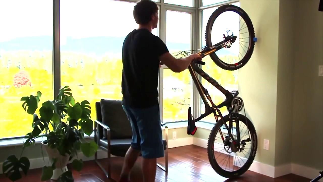 C mo guardar tu bicicleta en casa sin notarlo youtube - Guardar bicicletas en poco espacio ...