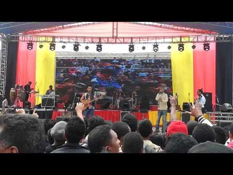 Ilay akanjo fotsy - Lolo sy ny tariny (Live coliseum 30 Aout 2015)