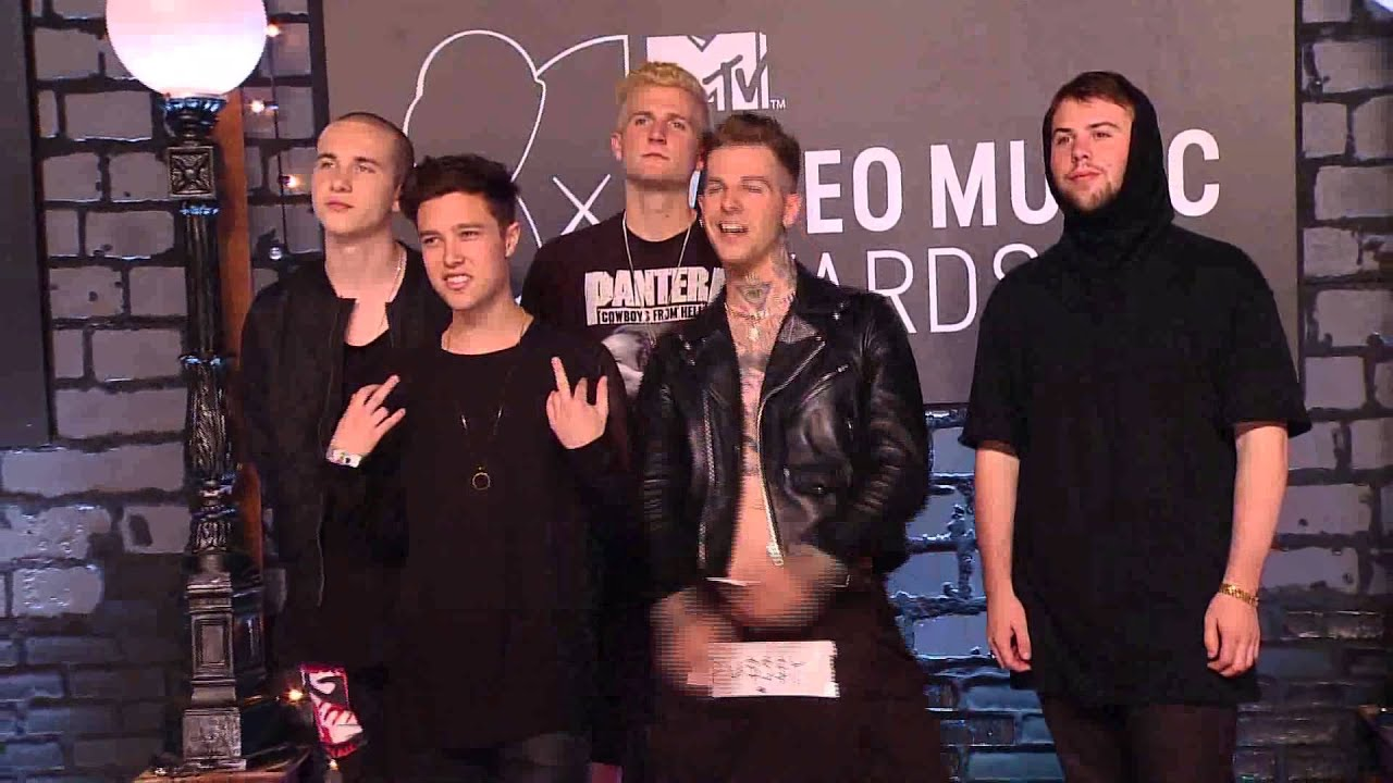 ... band The Neighbourhood poses on the 2013 Video Music Awards. - YouTube