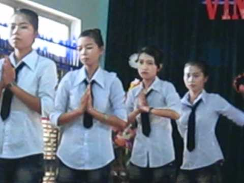 TAP THE 11A2-TRUONG THPT VINH THANH.AVI