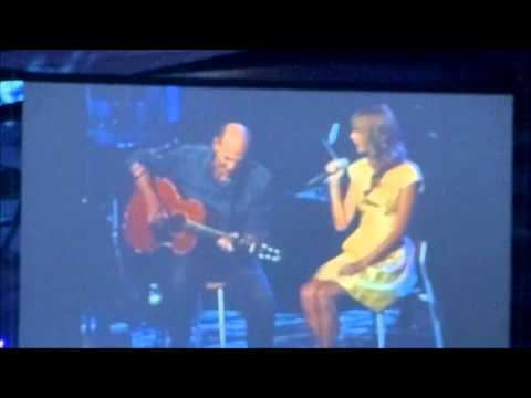 Taylor Swift and James Taylor singing