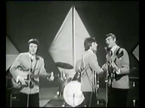 The Fortunes L@@K This Golden Ring - MORCAMBE & WISE SHOW 1966