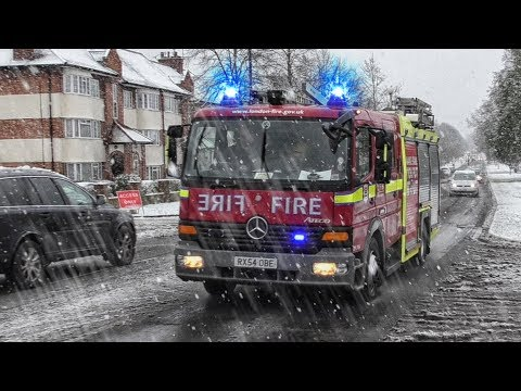 [SNOW] LONDON Fire Brigade pump responding in HEAVY snowfall | G312 Northolt