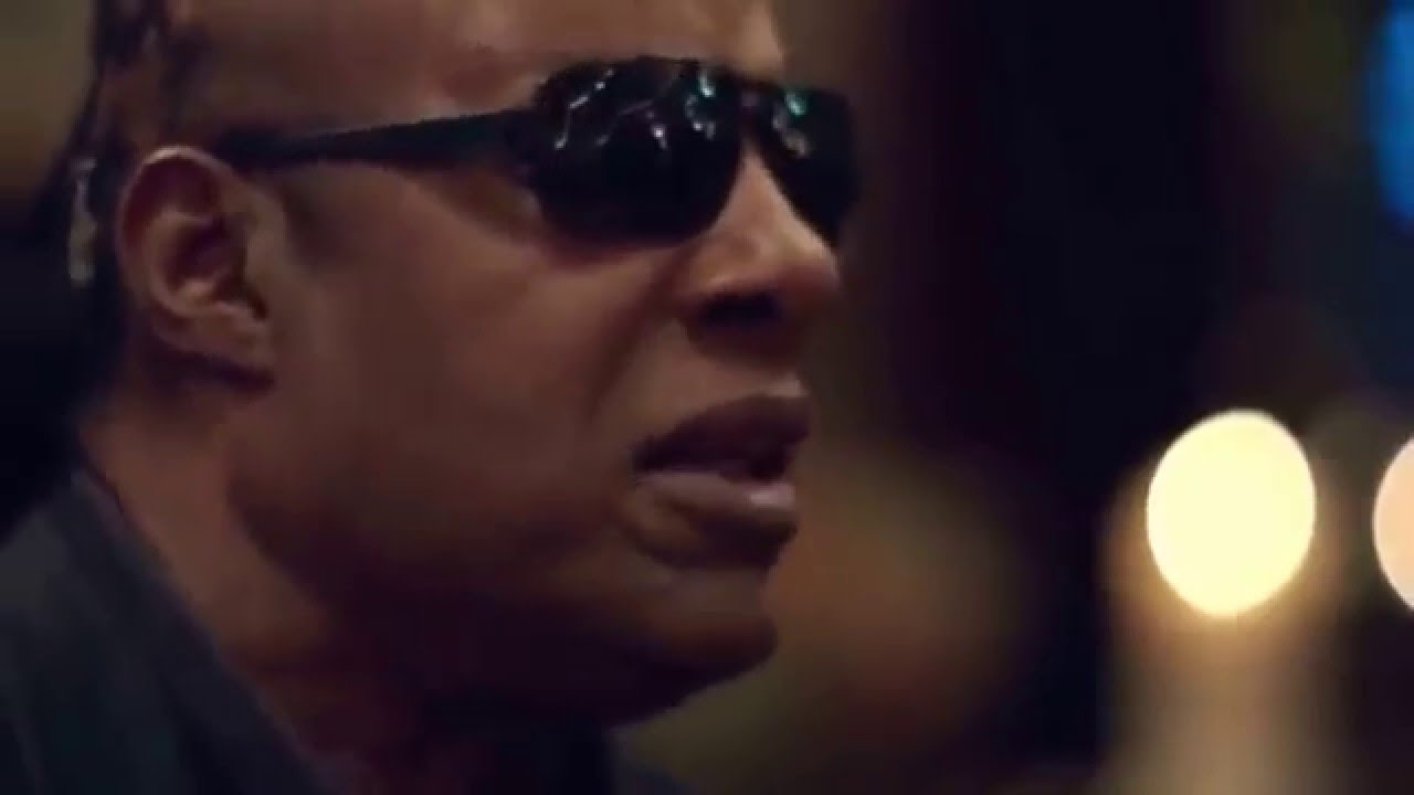 Apple - Someday At Christmas - Stevie Wonder and Andra Day - YouTube