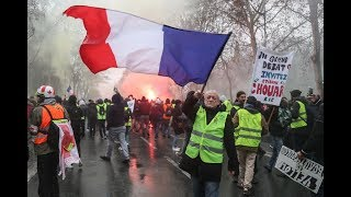Paryż - policja gazuje żółte kamizelki RELACJA LIVE  -  #acte10