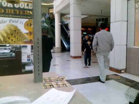Menlo Park Mall in Edsion NJ dancing gay guy