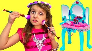Fun Videos with Toys and Make up from Super Elsa