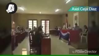 El presidente Evo Morales abre vídeo porno en pleno tribunal de La Haya