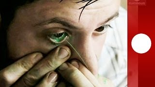 """Cry me a painting: Artist paints with eyes, invents """"teardrop"""" technique"""