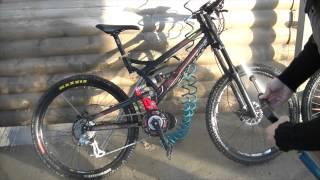 lavage d'un vélo équipé d'un kit moteur pédalier