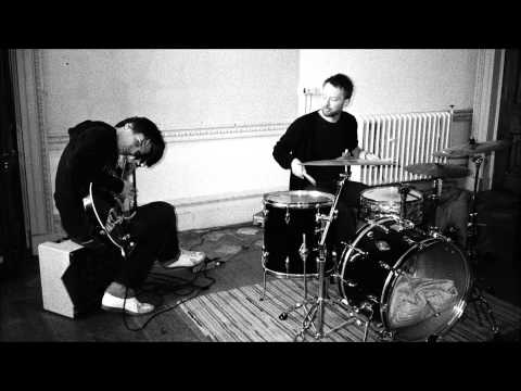 Thom Yorke & Jonny Greenwood of Radiohead - No Surprises (Acoustic KROQ show, 2003)