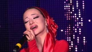 Чеченка в слезах поет песню про отца 'Эльбика Джамалдинова   Отец'