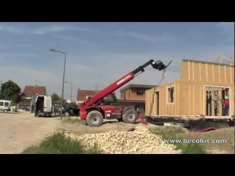 Maison ossature bois becokit montage d 39 un kit youtube for Montage maison en bois