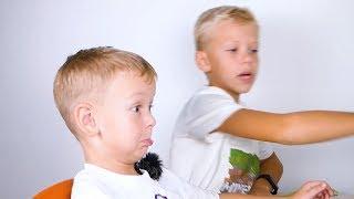Малыш играет в minecraft Выживание в майнкрафте Про или Нуб?