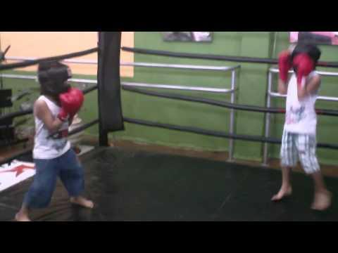 Wesley e Ryan combate boxer  30 07 2011 academia Vida e Cia