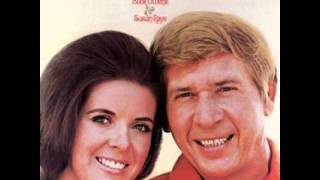 Buck Owens & Susan Raye *_* Santa Looked A Lot Like Daddy