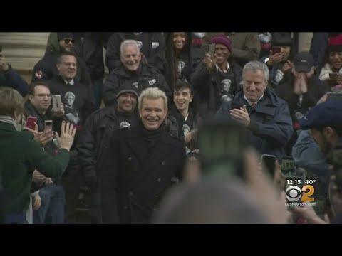 Mayor-Bill-De-Blasio-Billy-Idol-Unveil-Anti-Idling-Campaign