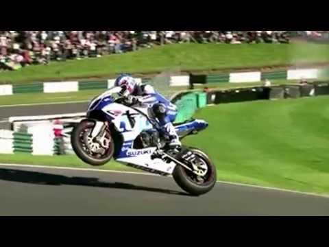 Increible!Genios de la Moto,super pilotos!Cadwell Park mas Moto Gp!Que haria aqui Valentino Rossi