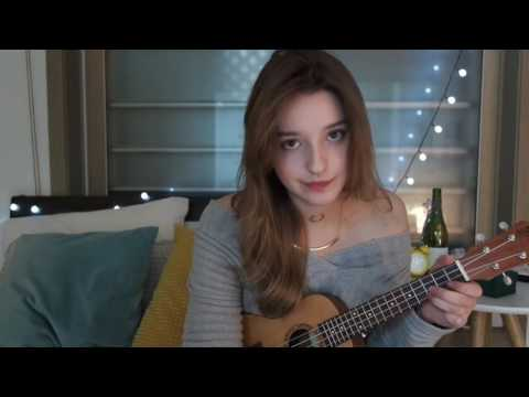 Angelina Danilova vừa đánh đàn vừa hát cực hay