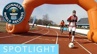 Spotlight - fastest marathon dribbling a football!