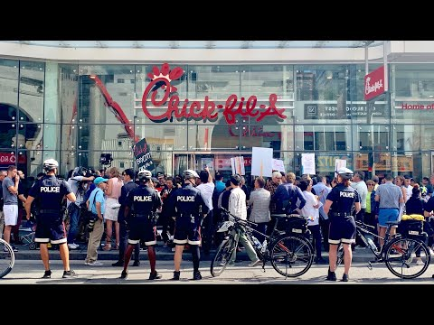 This Is What Opening Day At Chick-Fil-A In Toronto Was Like