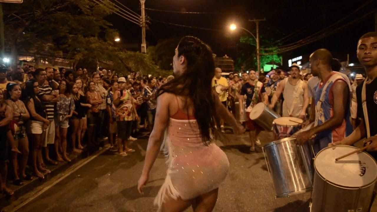 ddbde1ca8 Gracyanne Barbosa no ensaio técnico de rua da União da Ilha - YouTube