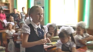 Слепая девочка учится в самой обычной украинской школе