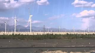 Giant wind farm near Ürümqi / Eoliennes près de Ürümqi (Xinjiang - China)