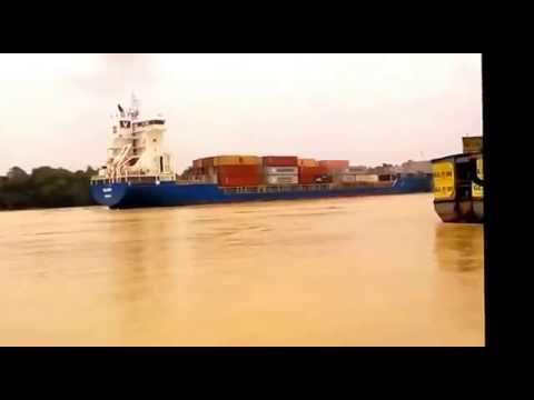 Travelling on river in kolkata