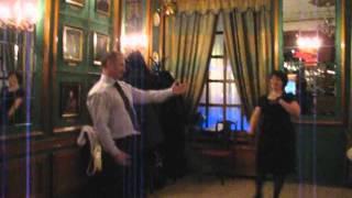Не знаете как отметить годовщину своей свадьбы? Исполните современный свадебный танец.