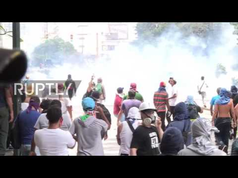 Venezuela: Tear gas and rubber bullets fly as protests continue in Caracas