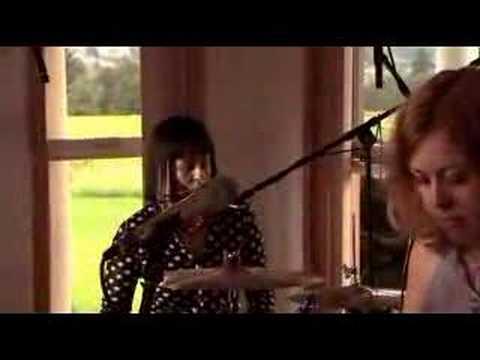 Sleater-Kinney Modern Girl