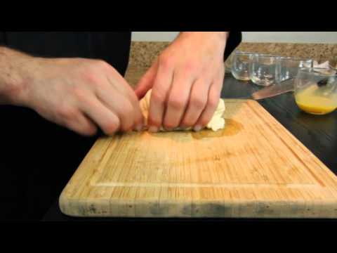 How to Make Warm, Baked Brie With Almonds : Baked Brie Recipes