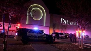 One dead, 5 hurt in San Antonio jewelry store robbery