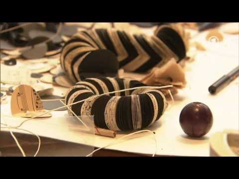 strickkunst schmuck aus papier youtube. Black Bedroom Furniture Sets. Home Design Ideas