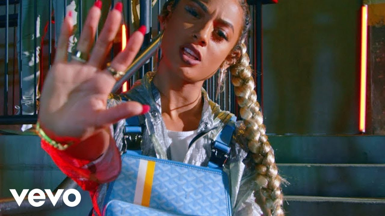 Download DaniLeigh - Lil Bebe (Official Video)