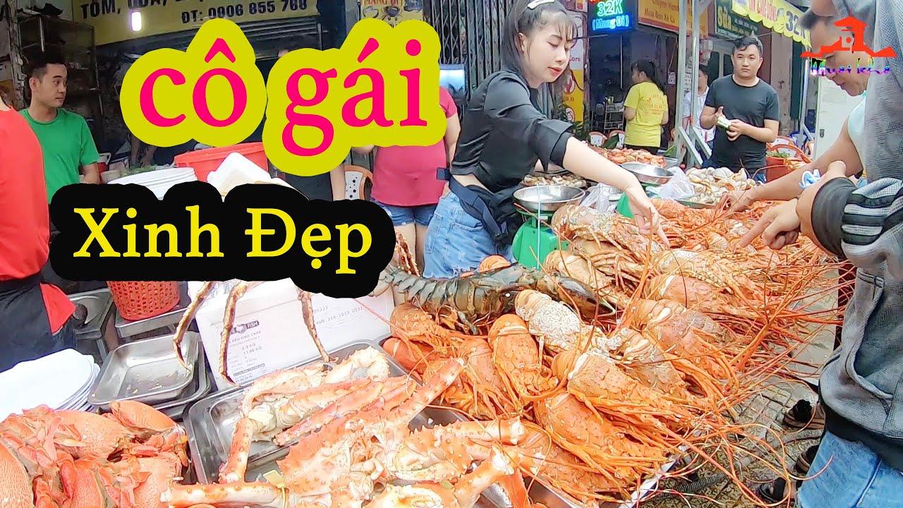 Mê Mẩn Hot Girl Xinh Đẹp Bán Cua King Crab, Lobster Alaska… Bạc Triệu Trên Vỉa Hè Sài Gòn