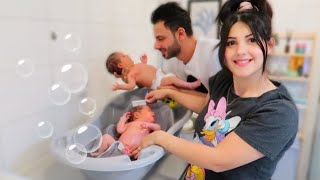 اول حمام لتوأم حديثي الولادة !! عصام ونور